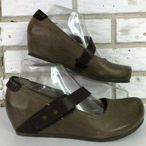 OTBT Salem Gray Leather Hidden Wedge Mary Janes